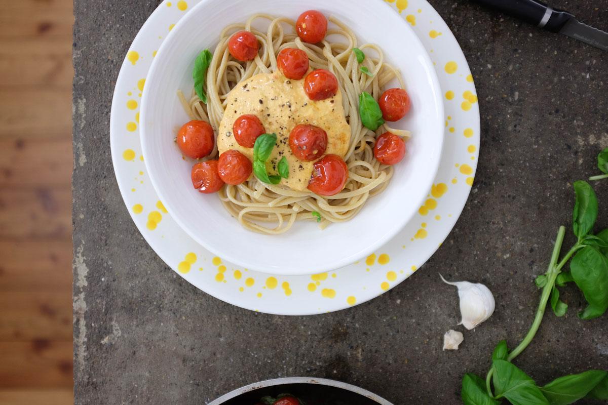 Linguine con salsa di noci e pomodorini saltati